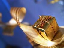 Caixa dourada do ano novo imagem de stock royalty free