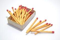 A caixa e os fósforos do fósforo isolados no fundo branco Imagens de Stock