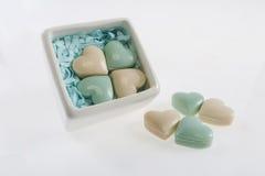 Caixa e sabões bonitos como corações Imagens de Stock Royalty Free