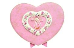 Caixa Heart-shaped cor-de-rosa amarrada fotografia de stock royalty free