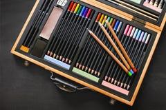 Caixa pastel do desenho com muitas cores Fotografia de Stock Royalty Free