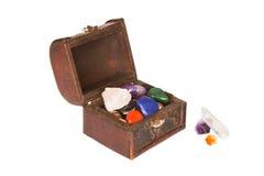 Caixa pequena com gemas fotos de stock