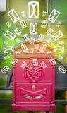 Caixa postal com ícones da letra no fundo verde de incandescência Imagens de Stock