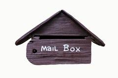 Caixa postal de madeira em casa fotos de stock