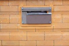 Caixa postal na parede da cerca Imagens de Stock Royalty Free