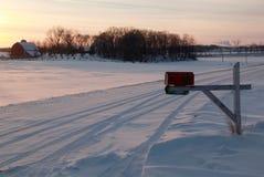 Caixa postal rural do por do sol do inverno Imagens de Stock Royalty Free