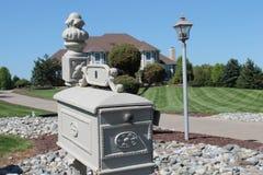 Caixa postal suburbana do agregado familiar Fotos de Stock Royalty Free