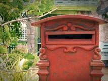 Caixa postal vermelha retro velha Foto de Stock