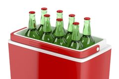 Caixa refrigerando com garrafas de cerveja Foto de Stock