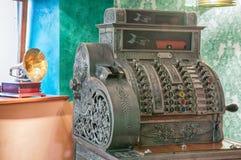 Caixa registadora e gramofone velhos Foto de Stock