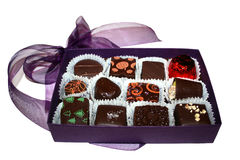 Caixa roxa do chocolate imagens de stock royalty free