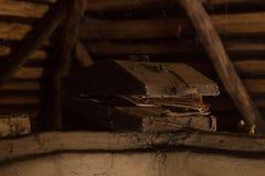 Caixa velha no sótão Fotografia de Stock