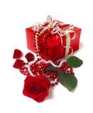 A caixa vermelha com levantou-se Fotos de Stock Royalty Free