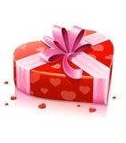 Caixa vermelha do coração com fita Fotos de Stock