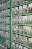 Caixas com parafusos, pregos e outras peças Imagens de Stock