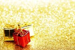 Caixas com presentes de época natalícia Fotografia de Stock Royalty Free