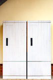 Caixas da eletricidade em uma parede da casa fotografia de stock royalty free