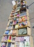 Caixas de cartão com bens baratos Fotografia de Stock Royalty Free
