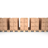 Caixas de cartão em páletes de madeira & em x28; 3d illustration& x29; Foto de Stock