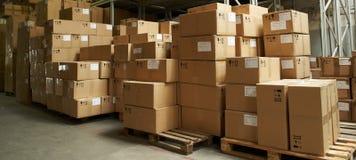 Caixas de Catron no armazém Imagem de Stock