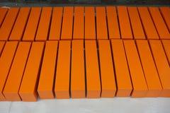 Caixas de madeira alaranjadas Foto de Stock