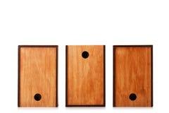 Caixas de madeira isoladas em um fundo branco Três caixas de madeira natural para o mantimento ou o armazenamento de envio Copie  Fotografia de Stock Royalty Free