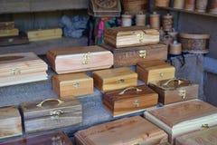 Caixas de madeira no contador Imagem de Stock
