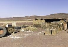 Caixas de madeira velhas em Marrocos. Cenografia do abrigo do gás fotografia de stock royalty free
