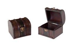 Caixas de madeira velhas isoladas Fotos de Stock
