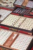 Caixas de Mahjong no mercado de Panjiayuan, Pequim, China imagem de stock