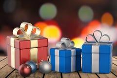 Caixas de presente com bolas do Natal Foto de Stock Royalty Free