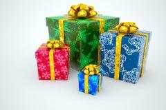 Caixas de presente com fitas em um fundo branco Imagens de Stock Royalty Free