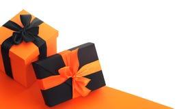 Caixas de presente de Dia das Bruxas no branco Fotos de Stock Royalty Free