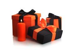 Caixas de presente de Dia das Bruxas no branco Foto de Stock