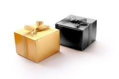 Caixas de presente douradas no conceito de Dia das Bruxas Fotos de Stock Royalty Free