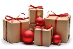 Caixas de presente e esferas do Natal Imagem de Stock