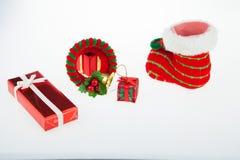 Caixas de presente e ` s do dia de Natal da decoração e do ano novo isolado Imagens de Stock