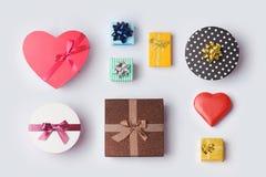 Caixas de presente para a zombaria acima do projeto do molde Conceito da venda do feriado Vista de acima Fotos de Stock