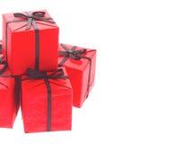 Caixas de presente vermelhas com as fitas pretas da curva Foto de Stock Royalty Free