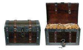 Caixas de tesouro fechadas e abertas Foto de Stock Royalty Free
