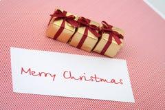 Caixas do ano novo com um cartão congratulatório Imagem de Stock Royalty Free
