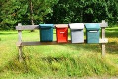 Caixas do correio no placas de madeira imagem de stock