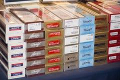 Caixas dos cigarros fotografia de stock royalty free