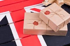 Caixas, envolvidas no ofício o papel, fixado com packthread com um wa Fotografia de Stock Royalty Free