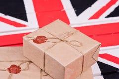 Caixas, envolvidas no ofício o papel, fixado com packthread com um wa Imagens de Stock Royalty Free