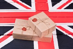 Caixas, envolvidas no ofício o papel, fixado com packthread com um wa Foto de Stock Royalty Free