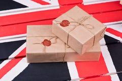 Caixas, envolvidas no ofício o papel, fixado com packthread com um wa Fotos de Stock Royalty Free