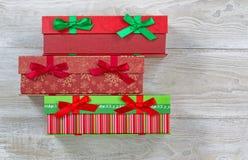 Caixas envolvidas presente para a época natalícia Imagem de Stock