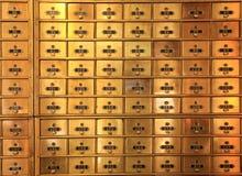 Caixas postais de bronze antigas do correio ou caixas de cofre-forte do banco Imagens de Stock Royalty Free