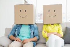 Caixas vestindo da equipe criativa nova na cabeça Imagens de Stock